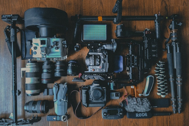 12 Must-have Camera Accessories for Travel Photographers