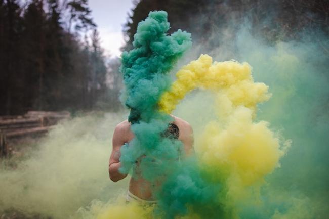 Cool burning smoke bombs