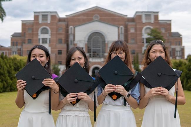 Senior graduation pictures